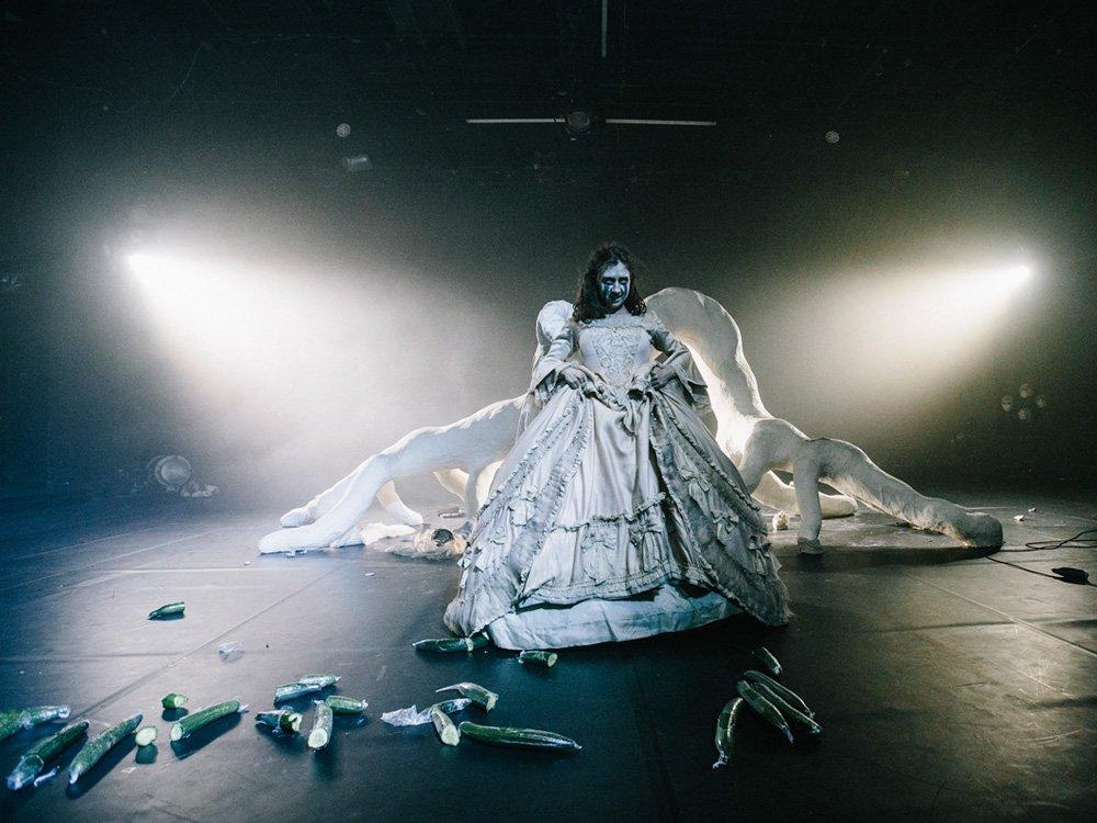 Kaspar Hauser oder die Ausgestoßenen könnten jeden Augenblick angreifen! © Schauspielhaus Wien, Matthias Heschl