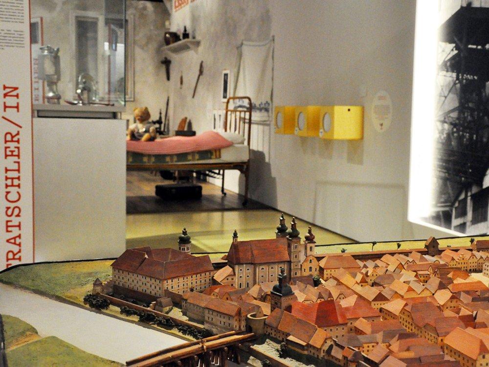 2018 LE(O)BENSBILDER – LE(O)BENSSPUREN - Kunsthalle Leoben © Winter Artservice